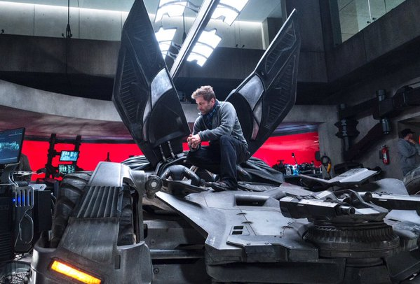Batman v Superman: il regista Zack Snyder sul set