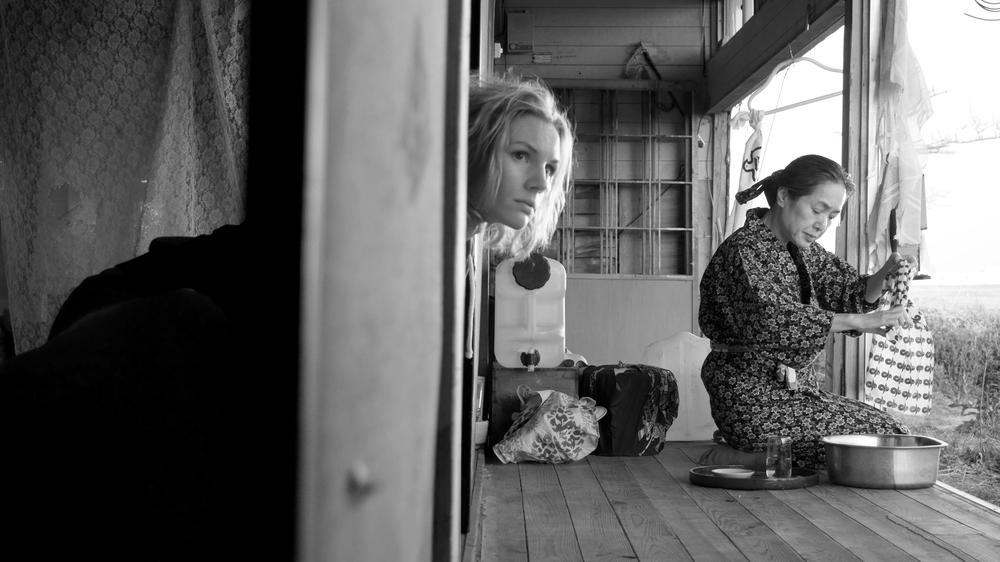Fukushima, mon amour: Rosalie Thomass e Kaori Momoi in una scena del film