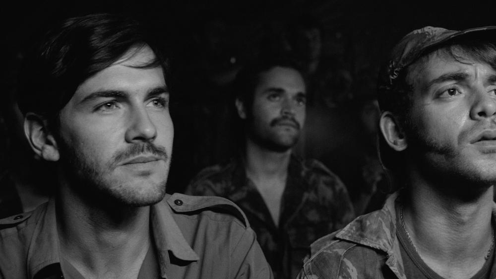 Letters From War: Miguel Nunes e João Pedro Vaz in un momento del film