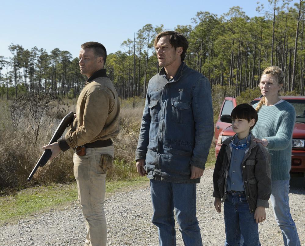 Midnight Special: Joel Edgerton, Kirsten Dunst, Michael Shannon e Jaeden Lieberher in una scena del film