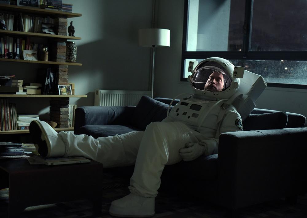 News From Planet Mars: François Damiens in una bizzarra scena del film