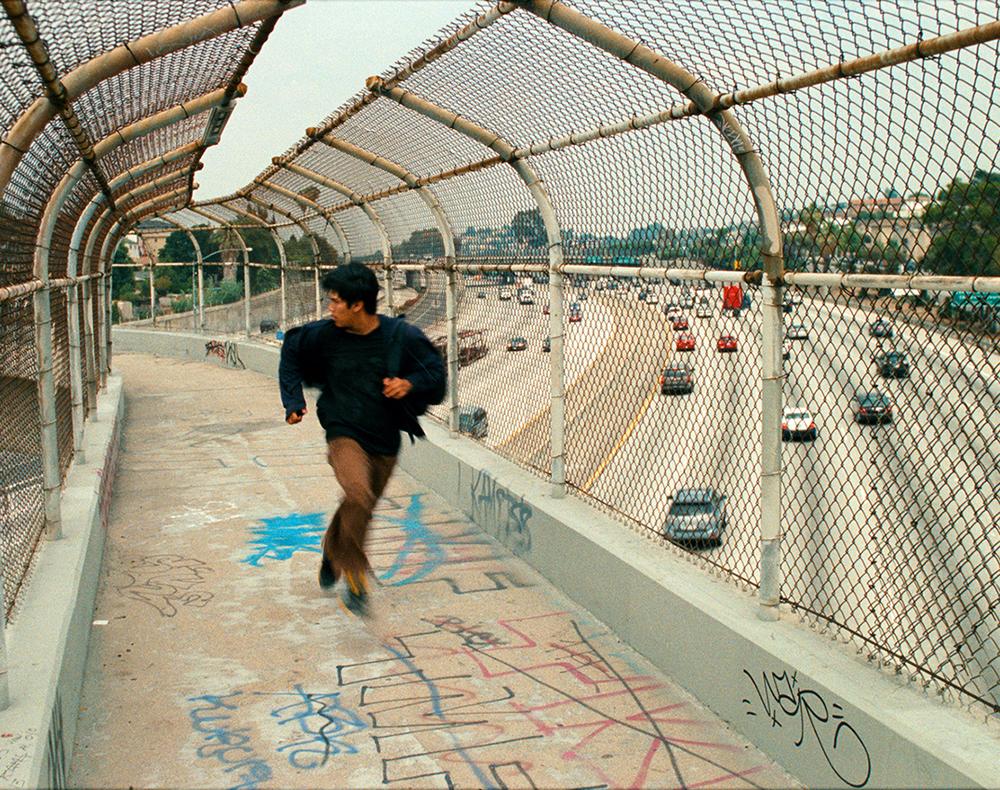 Soy nero: Johnny Ortiz corre in una scena del film