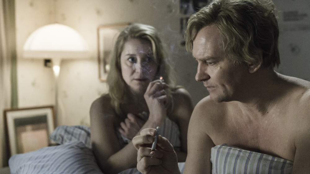 The Commune: Ulrich Thomsen e Trine Dyrholm in una scena del film