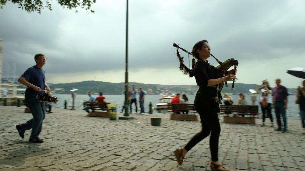 The Music of Strangers: Yo-Yo Ma and the Silk Road Ensemble, una scena del documentario musicale