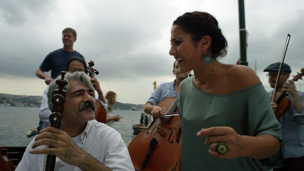 The Music of Strangers: Yo-Yo Ma and the Silk Road Ensemble, un momento del documentario