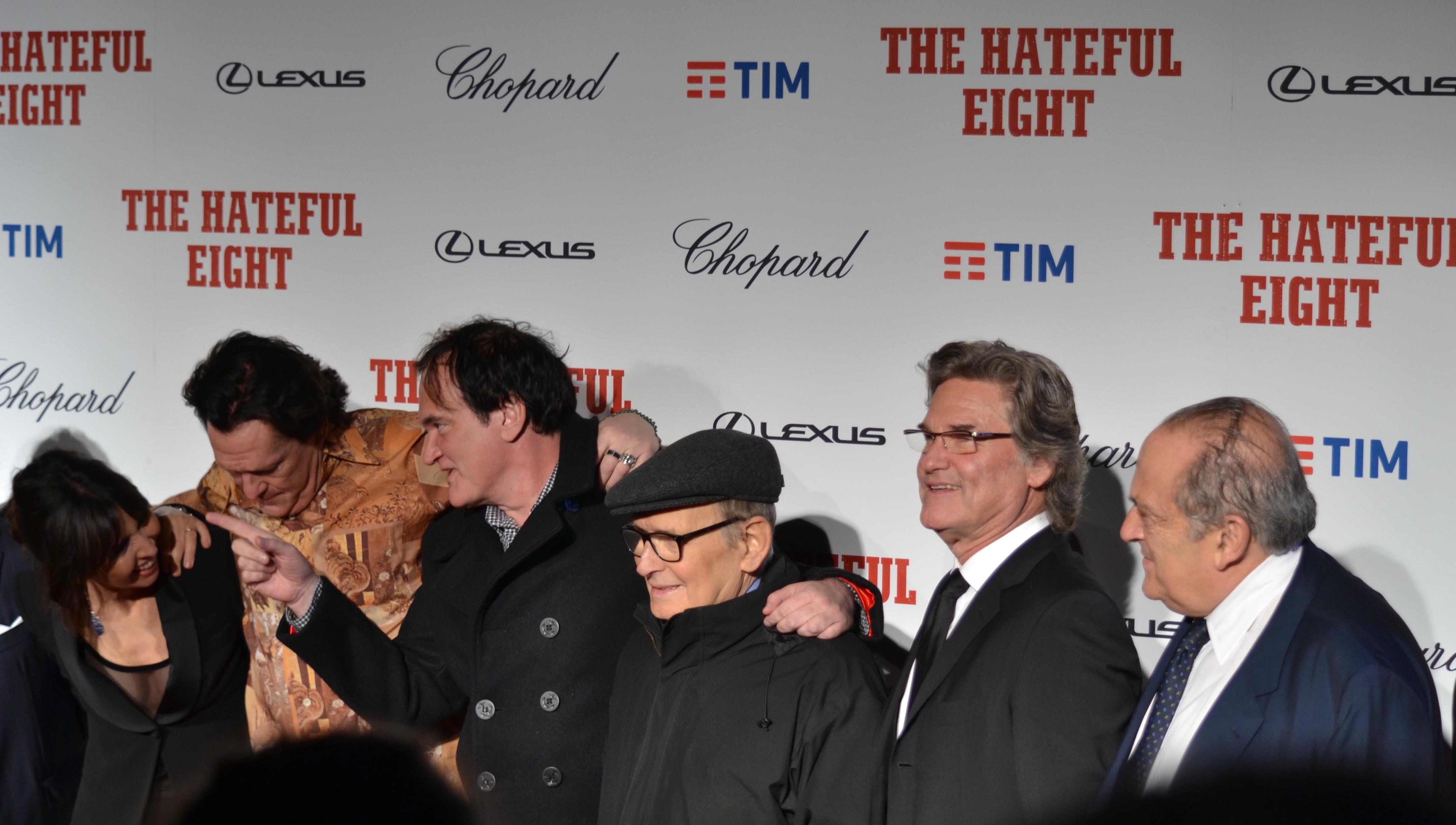 Quentin Tarantino, Michael Madsen, Kurt Russel e il maestro Ennio Morricone posano sul red carpet di The Hateful Eight