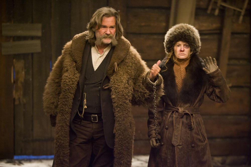 The Hateful Eight: Kurt Russell e Jennifer Jason Leigh in una scena del film