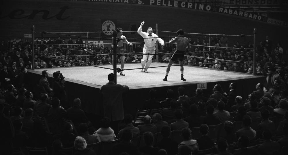 Rocco e i suoi fratelli: una scena del film durante un incontro di boxe