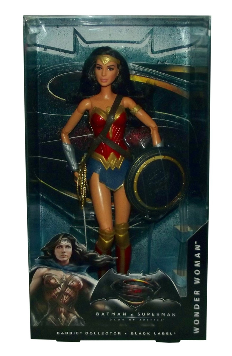 Batman v Superman: Dawn of Justice - La Barbie di Wonder Woman nella sua confezione