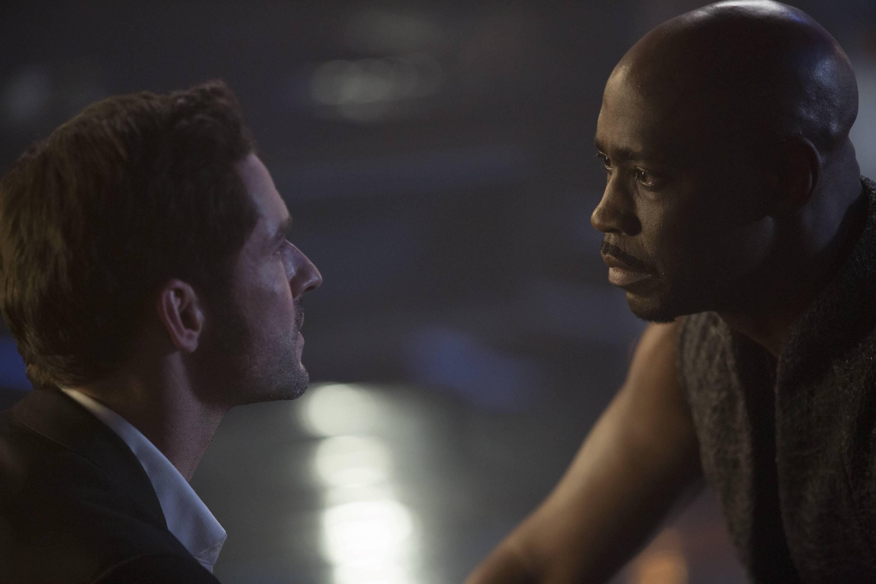 Lucifer: Tom Ellis e D.B. Woodside nel pilot