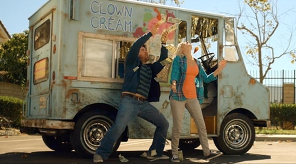 Oliver, Stoned: Seth Cassell e Brea Grant in una scena del film