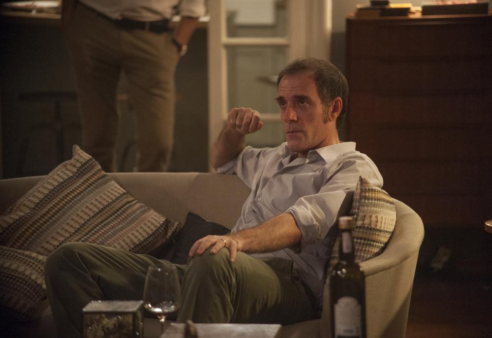 Perfetti sconosciuti: Valerio Mastandrea in una scena del film