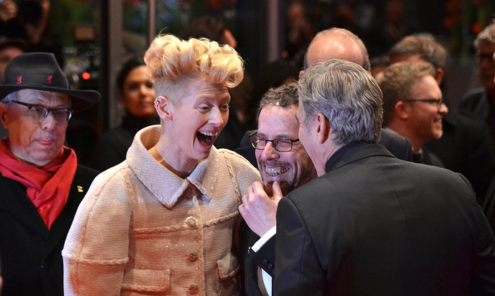 Berlino 2016: Tilda Swinton e George Clooney sul red carpet di Ave, Cesare!