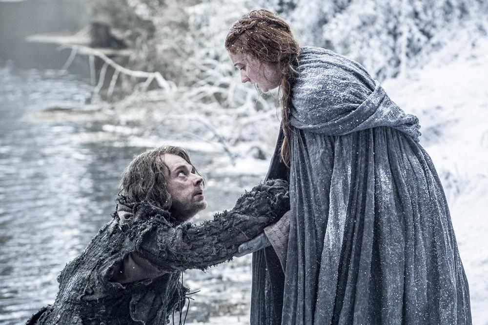 Il trono di spade: Alfie Allen e Sophie Turner in fuga nella première della sesta stagione