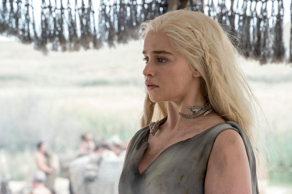 Il trono di spade: Emilia Clarke in una foto della première della sesta stagione