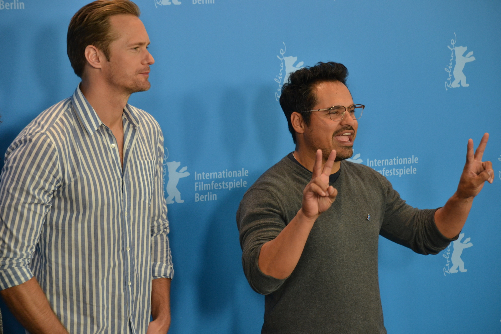 Berlino 2016: Michael Peña e Alexander Skarsgård in un immagine del photocall di War On Everyone