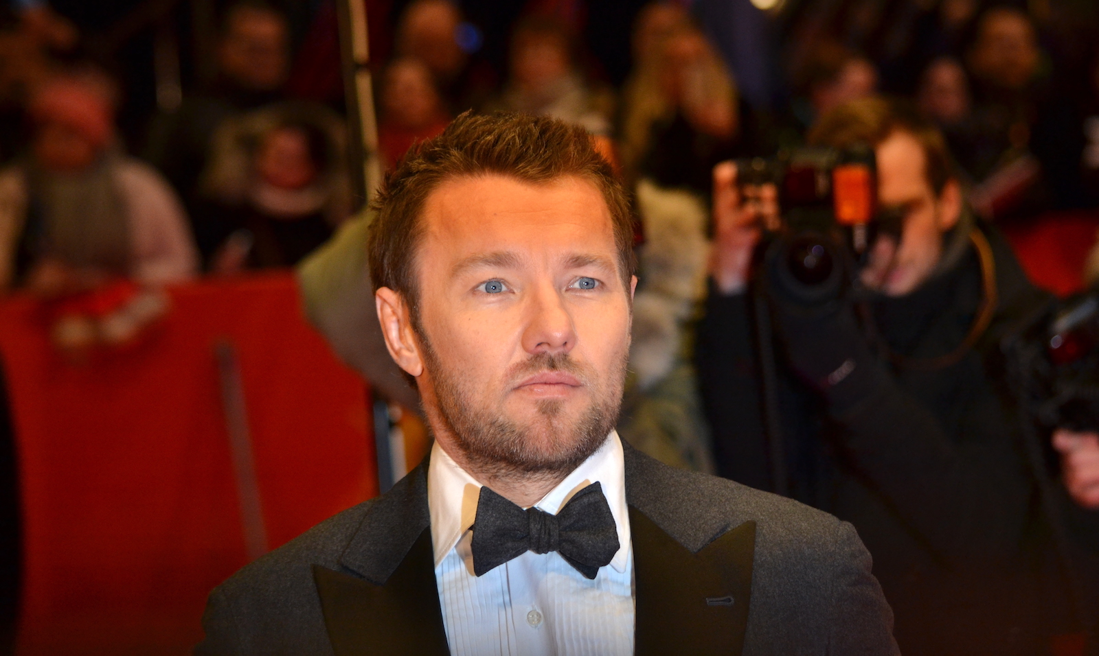Berlino 2016: Joel Edgerton davanti ai fotografi sul red carpet di Midnight Special