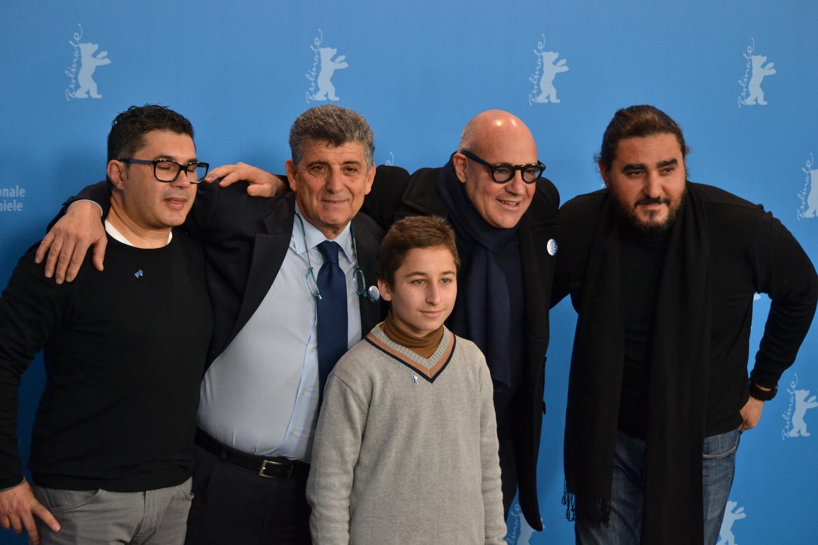 Berlino 2016: Samuele Puccillo, il regista Gianfranco Rosi, Pietro Bartolo davanti ai fotografi al photocall di Fuocoammare