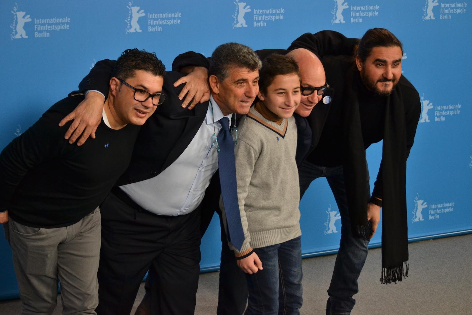 Berlino 2016: Samuele Puccillo, il regista Gianfranco Rosi, Pietro Bartolo scherzano al photocall di Fuocoammare
