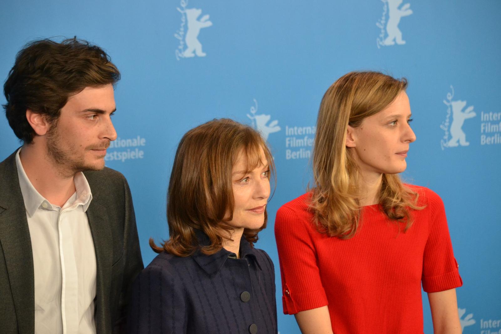 Berlino 2016: Mia Hansen-Løve, Roman Kolinka e Isabelle Huppert al photocall di Things To Come