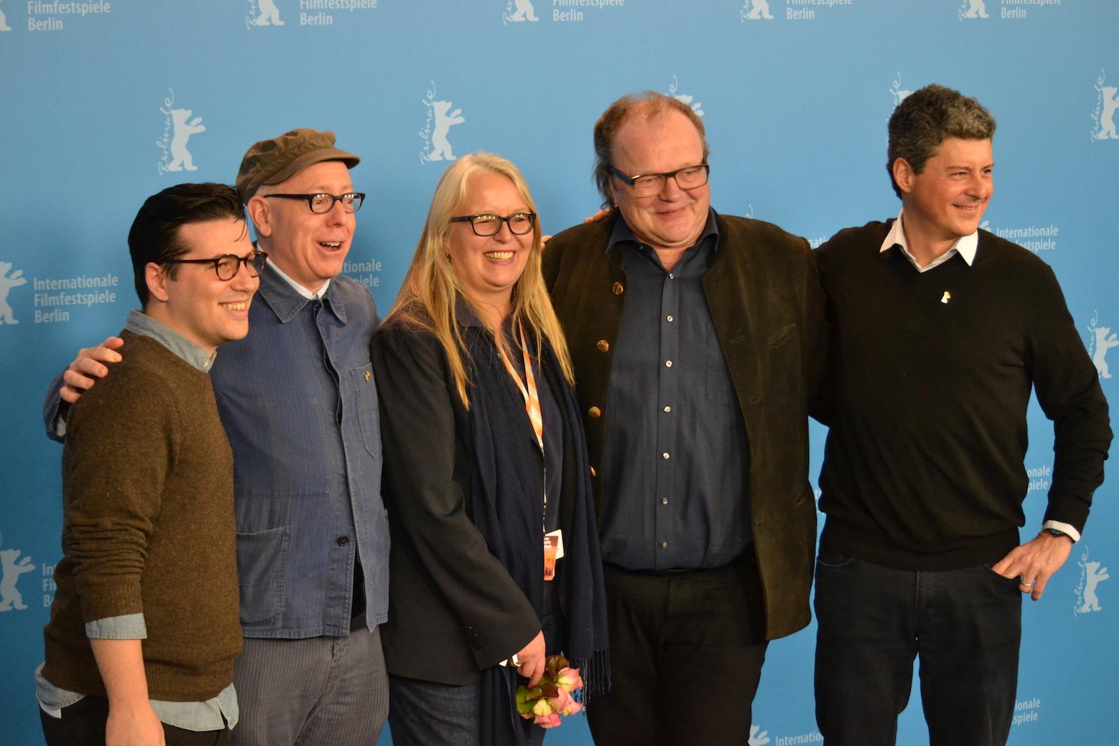 Berlino 2016: James Schamus, Sarah Gadon, Logan Lerman e i produttori del film al photocall di Indignation