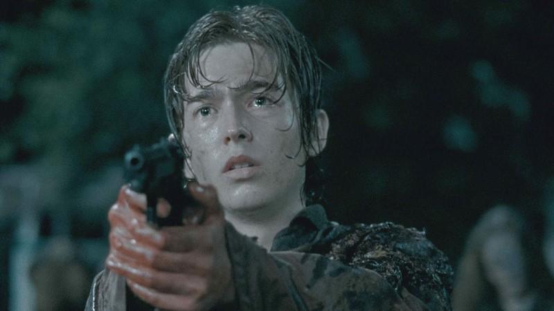 the Walking Dead: Austin Abrams in una scena di No Way Out