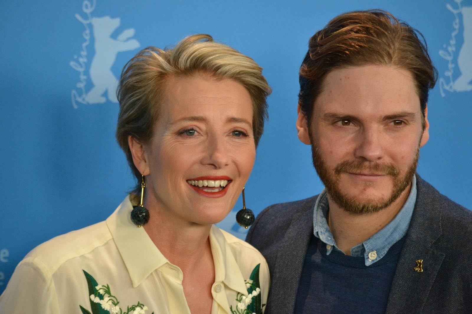Berlino 2016: Emma Thompson e Daniel Brühl in uno scatto al photocall di Alone in Berlin