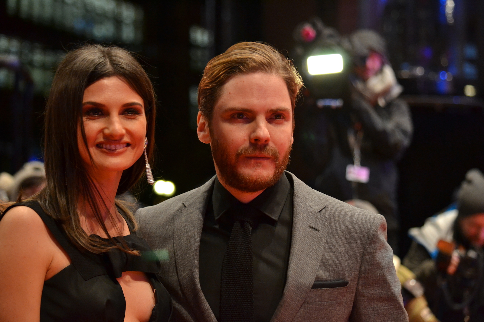 Berlino 2016: Daniel Brühl sul red carpet di Alone in Berlin