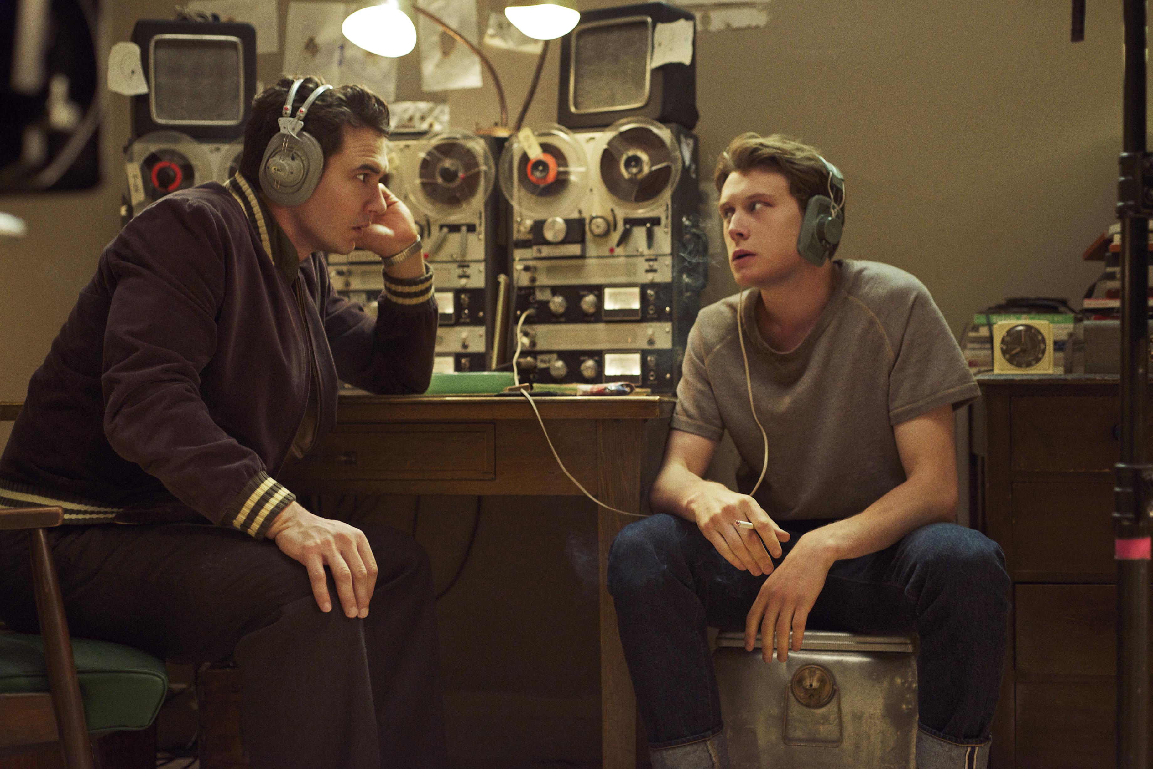 22.11.63: gli attori James Franco e Chris Cooper in una foto della serie