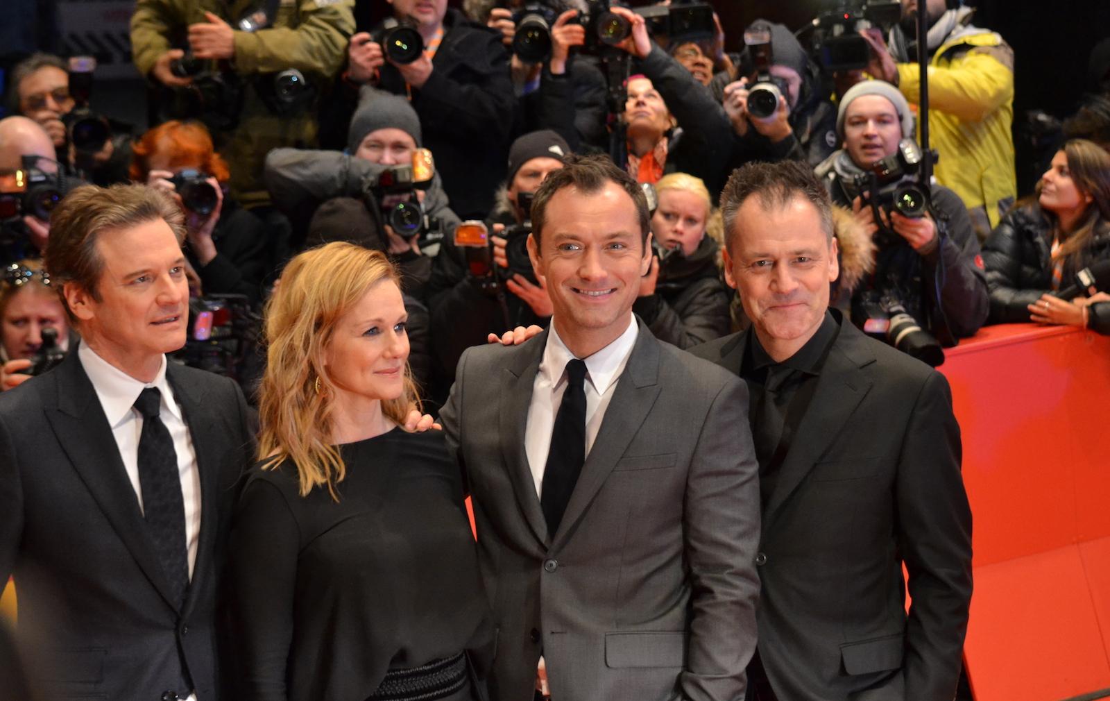 Berlino 2016: Michael Grandage, Jude Law, Laura Linney, Colin Firth sul red carpet di Genius