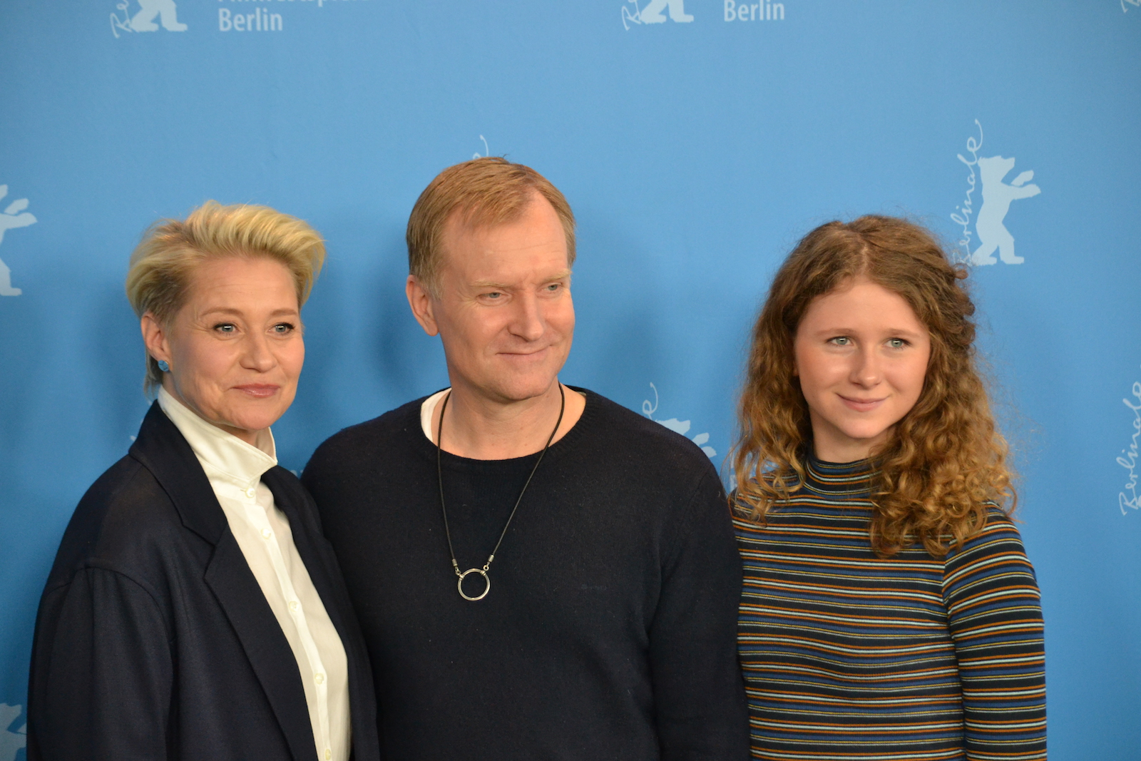 Berlino 2016: Trine Dyrholm, Martha Sofie Wallstrøm Hansen, Ulrich Thomsen al photocall di The Commune