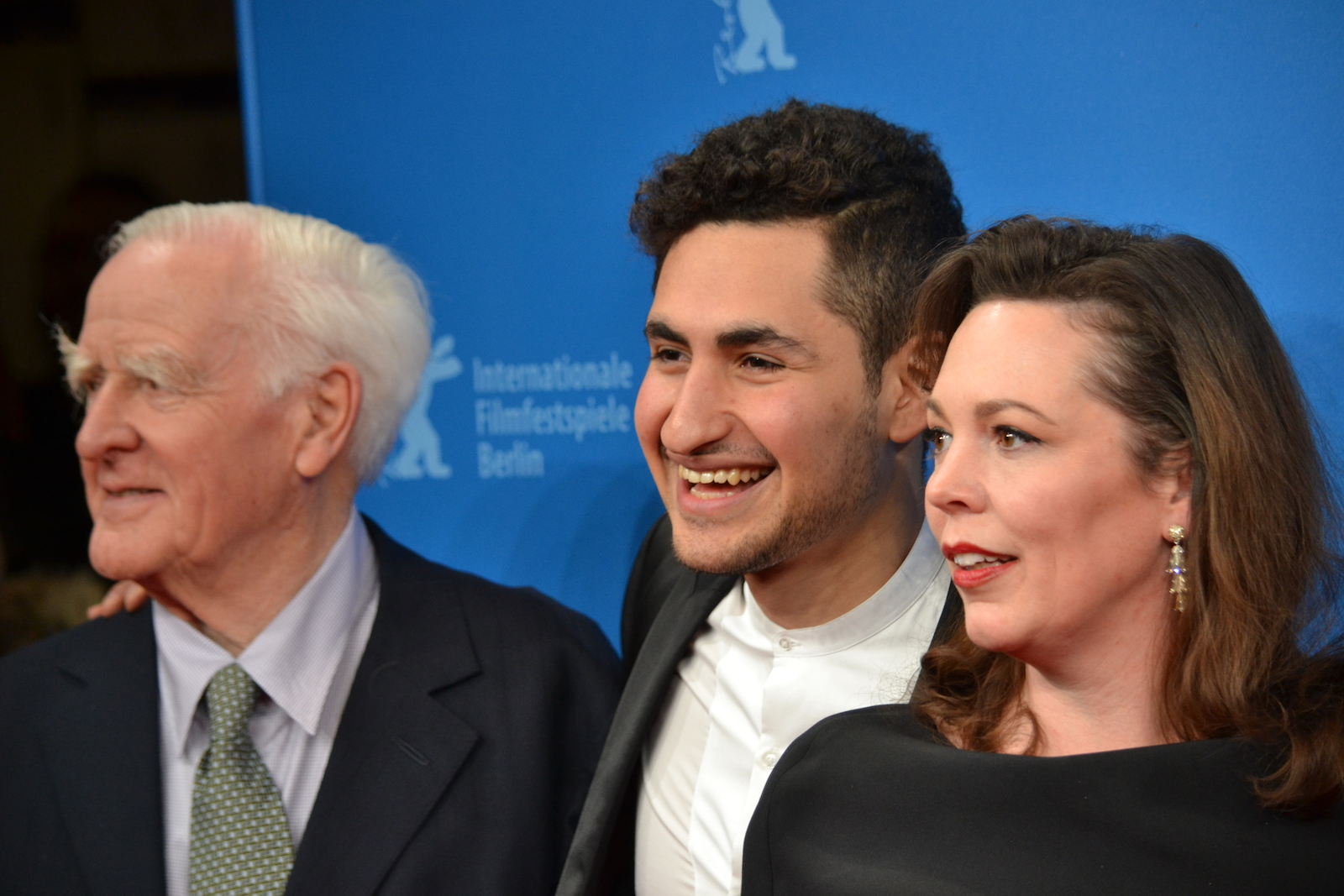 Berlino 2016: John Le Carré, Amir El-Masry, Olivia Colman sul red carpet di The Night Manager