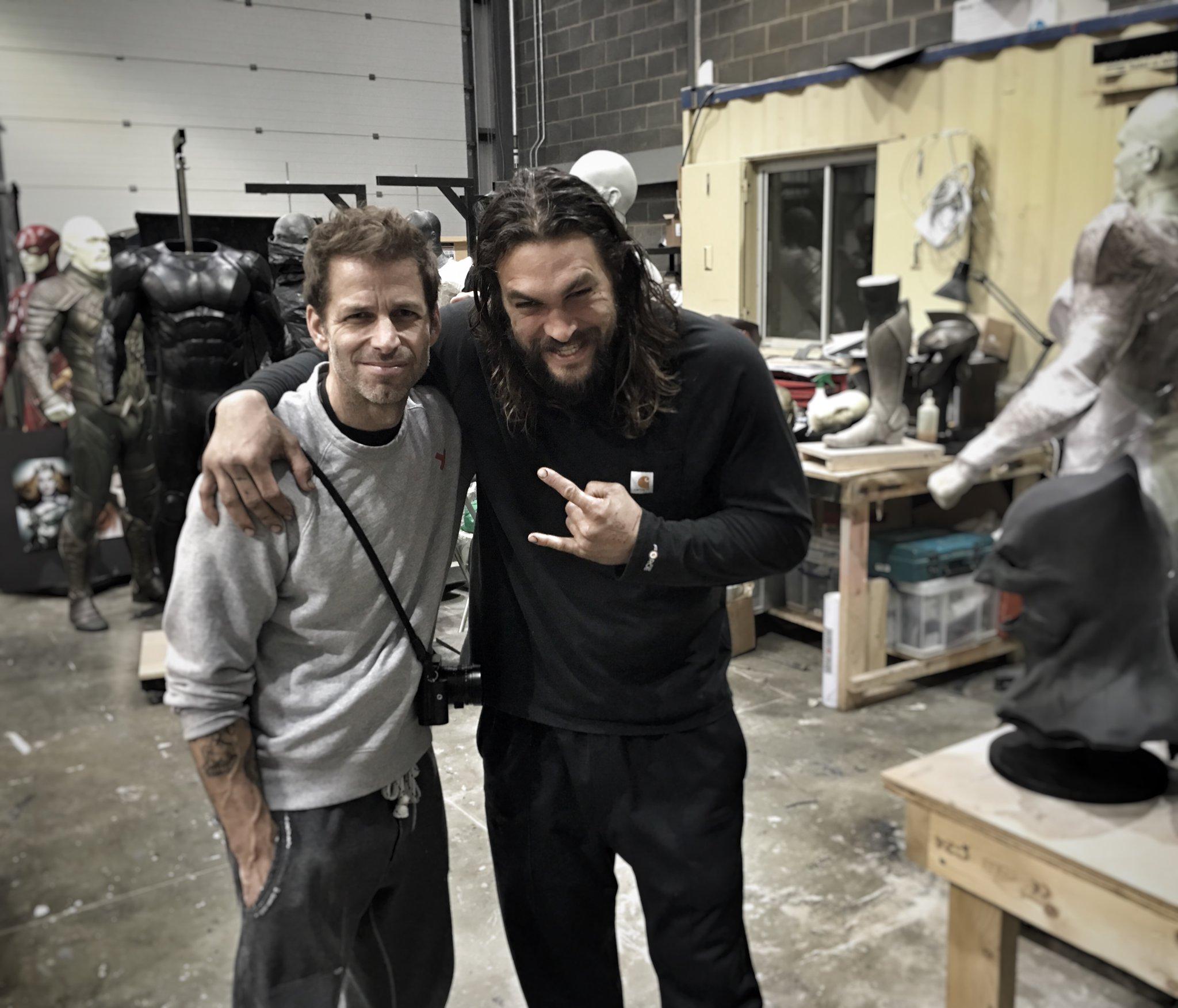 Justice League: Zack Snyder e Jason Momoa nella prima foto dal set