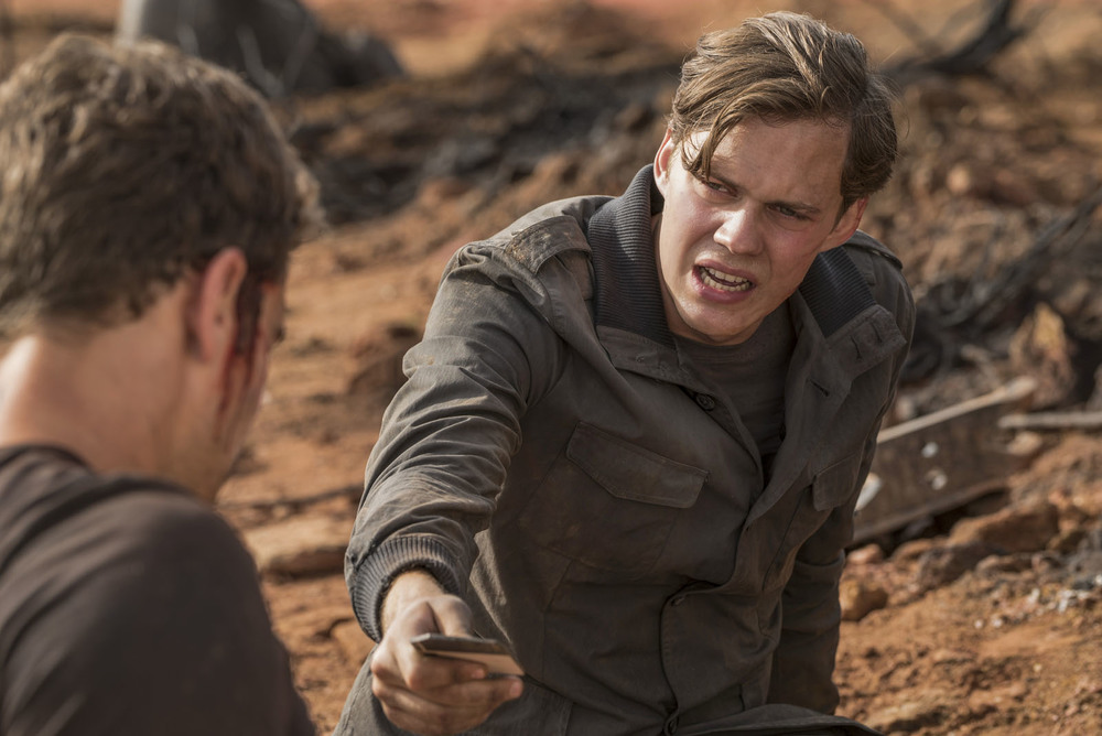 The Divergent Series: Allegiant, Bill Skarsgård una scena del film