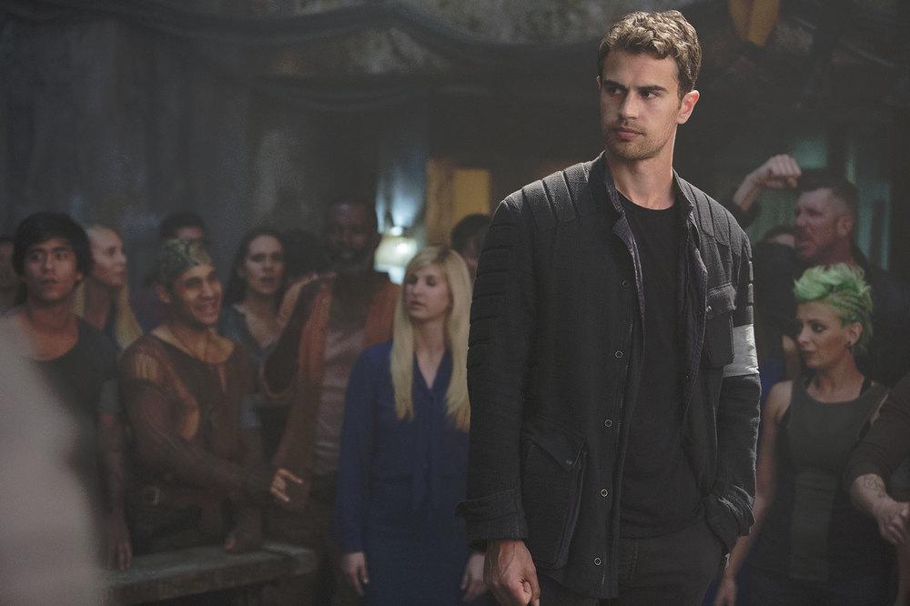 The Divergent Series: Allegiant, Theo James in una scena del film