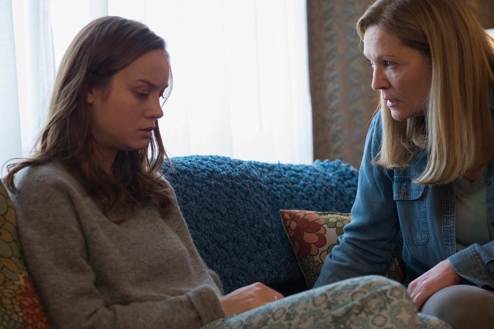 Room: Brie Larson e Joan Allen in una scena del film