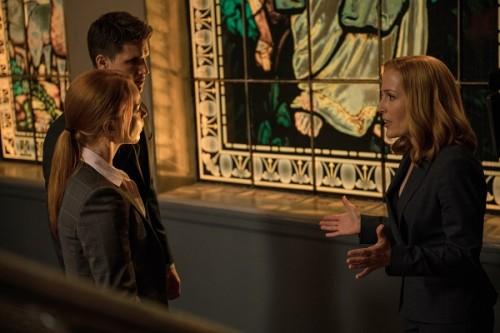 X-Files: Robbie Amell, Lauren Ambrose e Gillian Anderson nell'episodio Ossessione