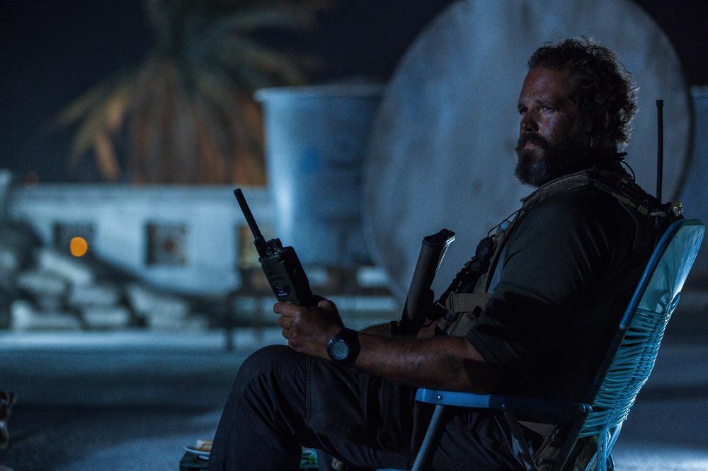 13 Hours: The Secret Soldiers of Benghazi, David Denman in una scena del film