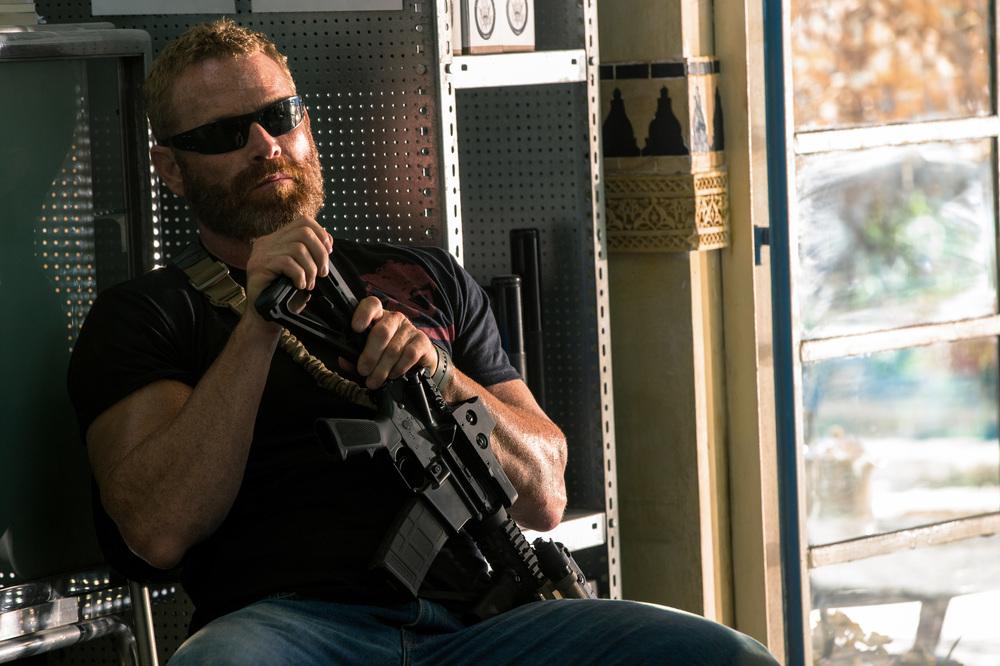 13 Hours: The Secret Soldiers of Benghazi, Max Martini in una scena del film