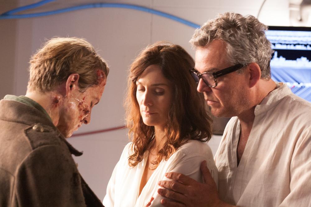 Frankenstein: Xavier Samuel, Carrie-Anne Moss e Danny Huston in una scena del film