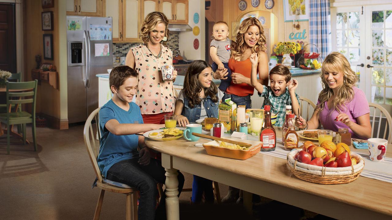 Le amiche di mamma: i protagonisti della serie Netflix riuniti a tavola