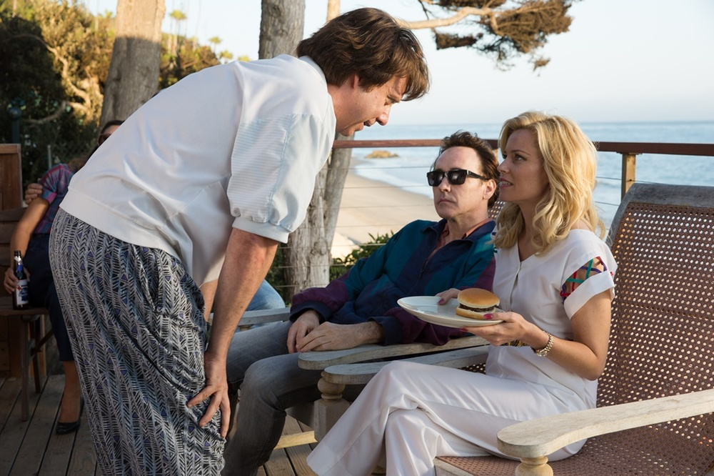 Love and Mercy: Paul Giamatti, John Cusack ed Elizabeth Banks in una scena del film