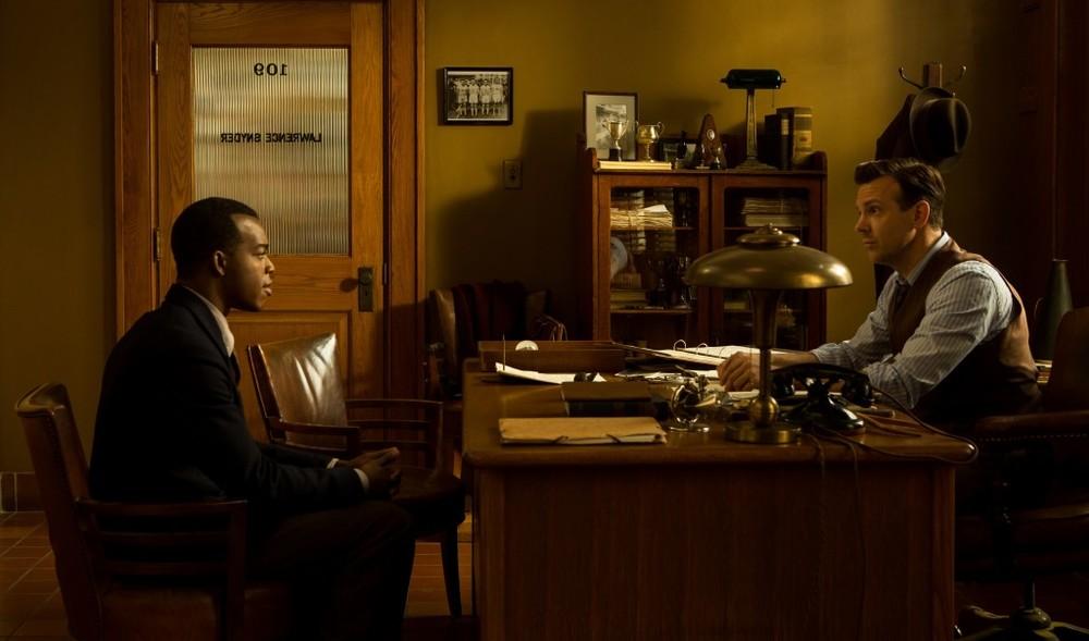 Race - Il colore della vittoria: Stephan James e Jason Sudeikis in una scena del film