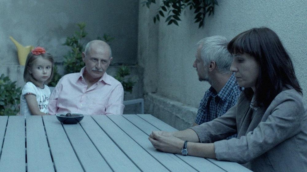 The Lesson - Scuola di vita: Margita Gosheva in un momento del film insieme ad altri personaggi
