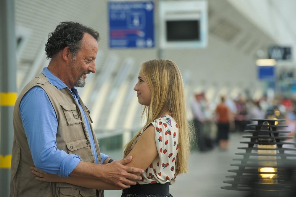 Un'estate in Provenza: Jean Reno e Chloe Jouannet in una scena del film