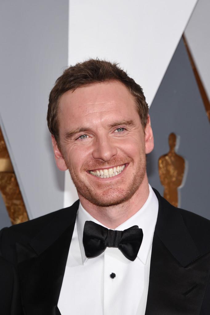 Un sorridente Michael Fassbender agli Oscar 2016