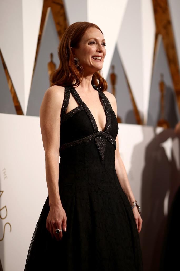 Julianne Moore agli Academy Awards 2016, sul tappeto rosso