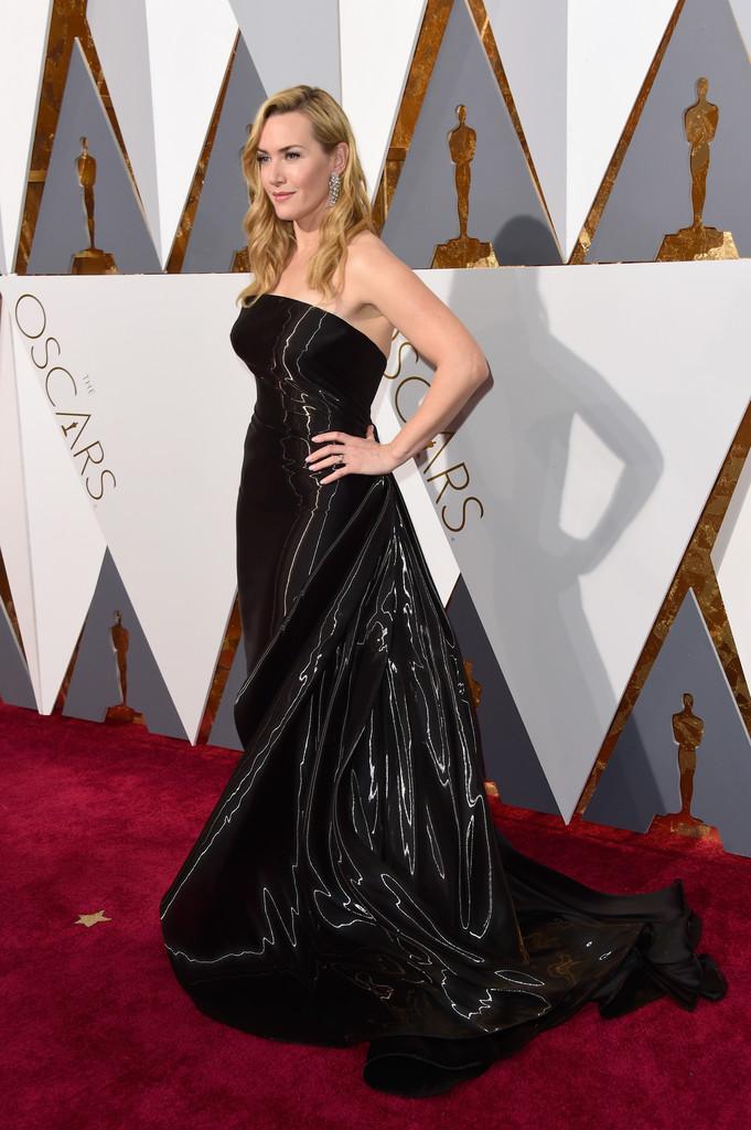 Kate Winslet agli Oscar 2016 sul tappeto rosso