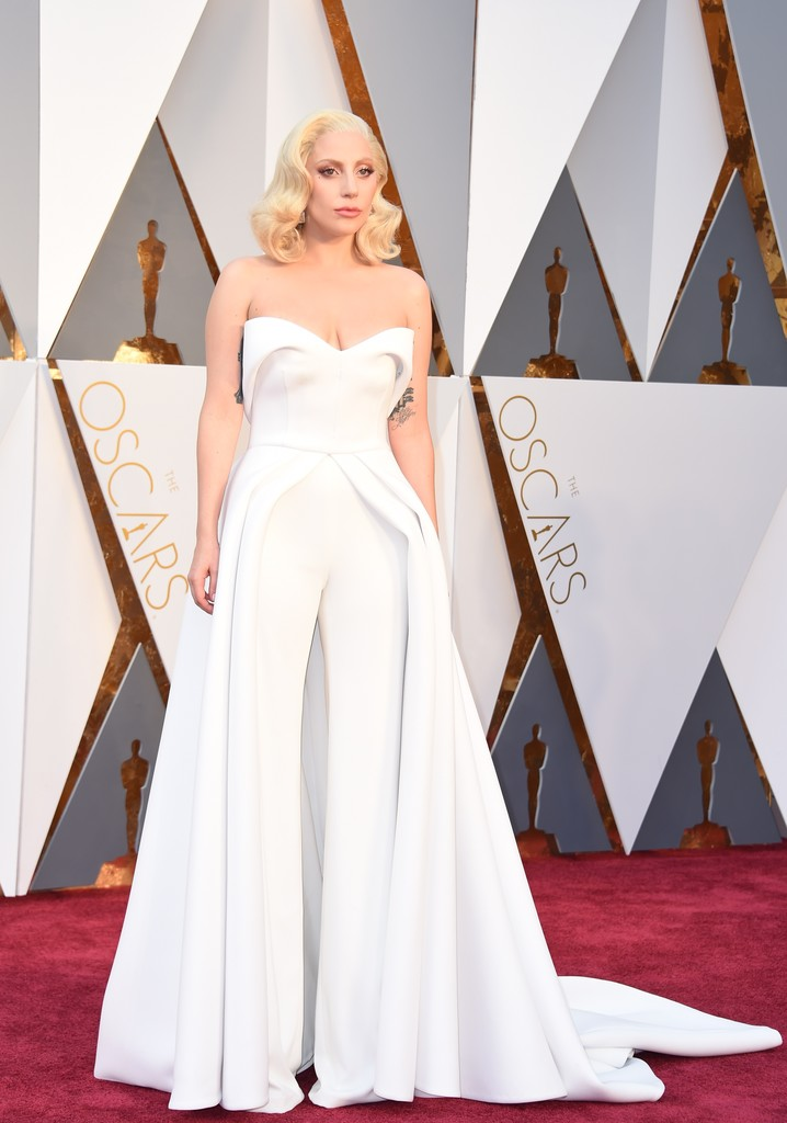 Oscar 2016: Lady Gaga sul red carpet