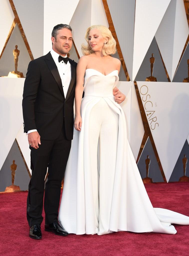 Lady Gaga e Taylor Kinney agli Oscar 2016